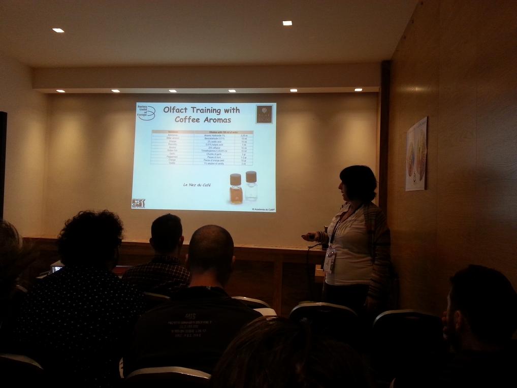 Sandra Azevedo drži predavanje o osnovama osjeta.