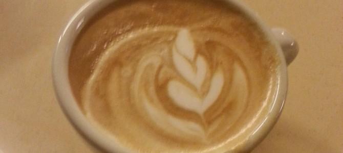 Latte Art s prekrivenim očima